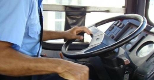 Ônibus com aproximadamente 40 passageiros é assaltado na zona rural de Acopiara-Ce